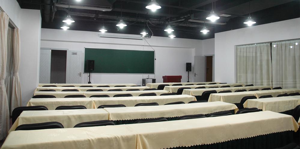 宽敞舒适的学习环境 一线名师的授课风采